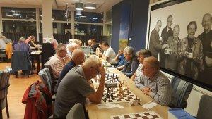 Maar liefst 52 schakers in de eerste ronde van de interne